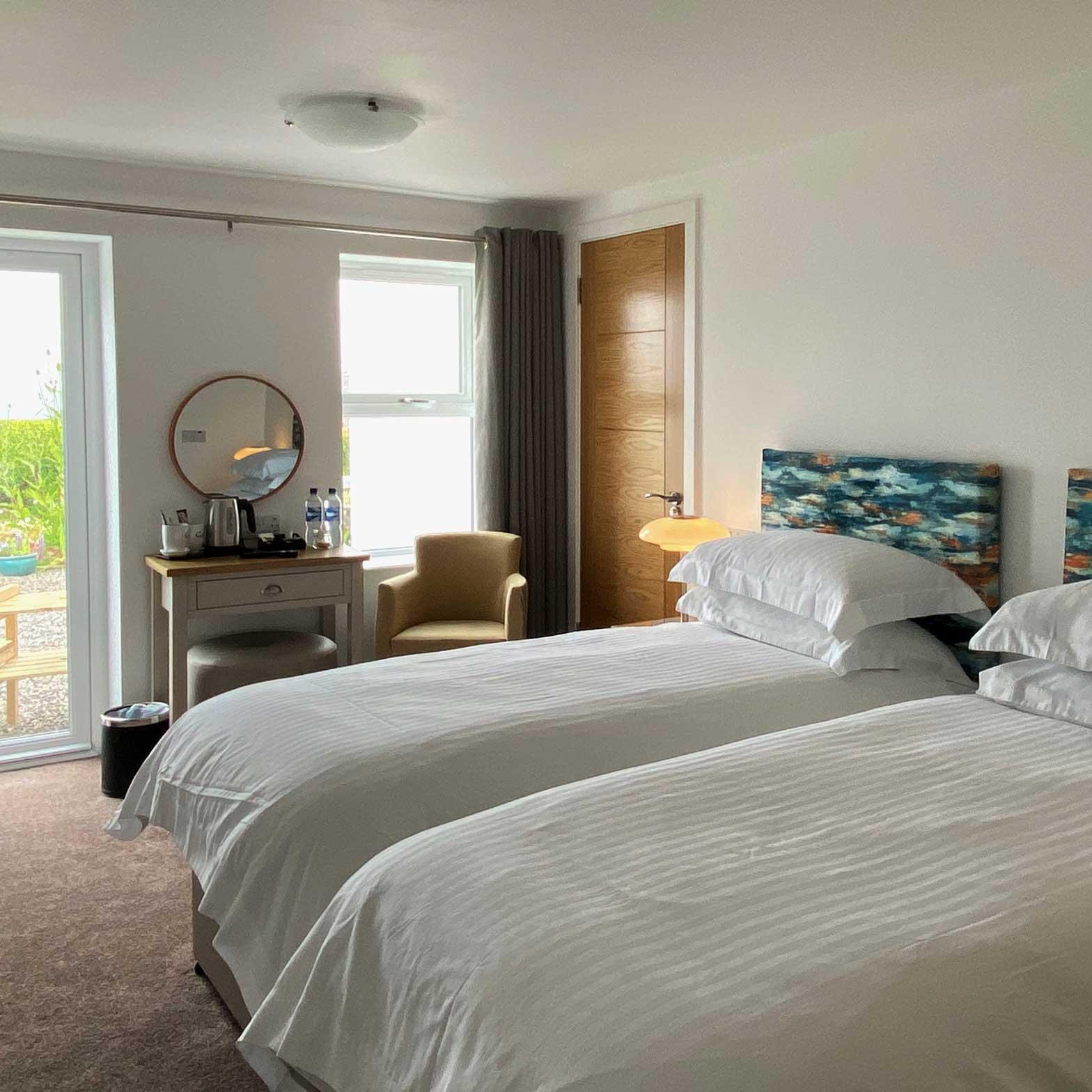 Coll Hotel bedroom